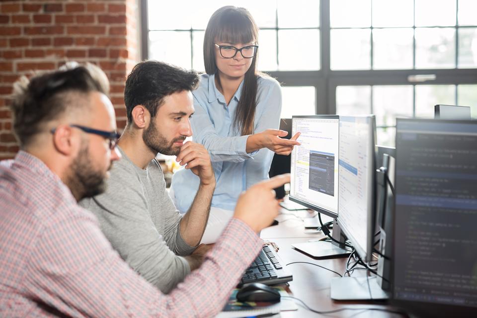 web developers round a desktop
